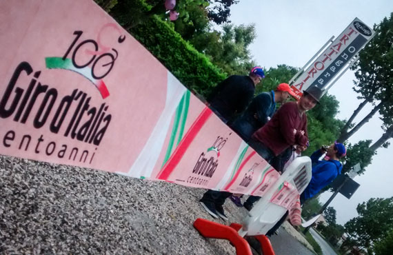 Road side viewing of Giro peloton with Topbike Tours